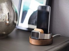 Studio Neat launches iPhone and Apple Watch docks made out of sweet, sweet walnut – TechCrunch Wooden Charging Station, Apple Watch Charging Stand, Apple Watch Fashion, Best Apple Watch, Iphone Watch, Apple Watch Accessories, Desk Accessories, Iphone Stand, Apple Products