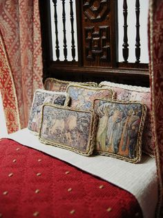"Ken Haseltine miniatures-----via https://flic.kr/p/amz6KM | DSCN0432 | Custom  Dressed 1:12 scale Tudor Bed ""Fit for a King"" Bespaq Frame"
