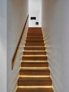 geflieste treppe mit beleuchteten stufen   eingang   pinterest ... - Treppen Wand Gestalten