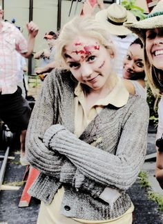 Emily Kinney behind the scenes S5E8