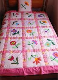 Resultado de imagen para tendidos de cama infantil Baby Applique, Applique Quilts, Baby Girl Quilts, Girls Quilts, Quilt Block Patterns, Quilt Blocks, Quilting Projects, Quilting Designs, Scrapbook Bebe
