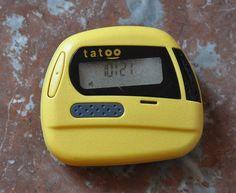 Années 90 - Dérivé du bipper, le Tatoo est l'ancêtre du téléphone portable avec lequel on pouvait s'envoyer des messages chiffrés (un a 15 caractères) ou des messages vocaux de 30 secondes.