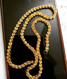 Cutting chain 🙌💯%BSI hallmark made Designed for durability and look. Good for mangalsutra. Jewelry Design Earrings, Gold Earrings Designs, Gold Jewellery Design, Chain Jewelry, Mens Gold Jewelry, Gold Jewelry Simple, Gold Chain Indian, Gold Chain Design, Gold Mangalsutra Designs