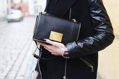 Miejski szyk i #elegancja. #Zegarek #Kenzo. #watch #kenzowatches #elegant #black #randka #dlaniej