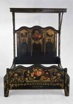 Attrayant 1855, Gardner, MA. Painted Pine. Victorian Bed