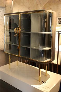 Brass and glass cabinet by Nika Zupanc at the Spazio Rossana Orlandi in Milan… Patio Bar Set, Pub Table Sets, Boutique Deco, Boutique Shop, Outside Furniture, Outdoor Furniture, Counter Height Table, Pub Set, Dinette Sets