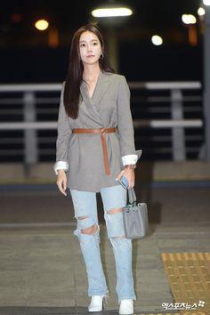 Snsd Fashion, Fashion 2018, Girl Fashion, Korean Airport Fashion, Korean Fashion, Jessica Jung Fashion, Jessica & Krystal, Blazer Outfits, Korean Celebrities