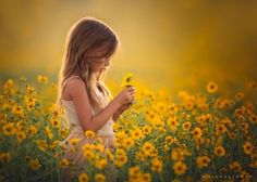 When Lisa Holloway is not busy tending to her super-sized family of she creates magical, fine art portraits of children, including 10 of her own. Children Photography Poses, Toddler Photography, Outdoor Photography, Photography Lighting, Magical Photography, Photography Flowers, Senior Photography, Landscape Photography, Sunflowers