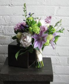 Spring bouquet – Pollen Floral Design is a locally sourced & sustainably grown flower shop in Chicago.