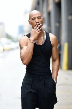 Paolo Roldan at New York Men's Fashion Week by Youngjun Koo. All Black Fashion, Punk Fashion, Urban Fashion, Fashion Fashion, Fashion Outfits, Mens Fashion Week, New York Fashion, Bald Men Style, Man Style