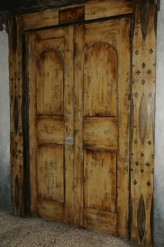 Beautiful and old looking Victorian style classic wooden door at Kwa-Zulu's one and only Ushaka Aquarium in Durban, South Africa.