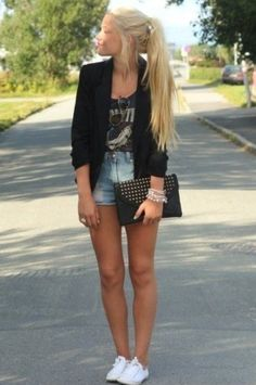 We are in love with this look! The mix of highwaisted shorts with a graphic tee topped withe a blazer!? Adore! And nothing goes with any outfit more than white Chucks!