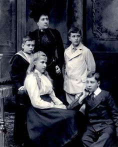 Princess Beatrice with her children, 1900