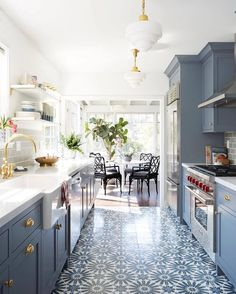 We've posted a lot of doors over the last week so today we're going to switch it up a little. This blue kitchen from @ginny_macdonald 's feed is a work of art.