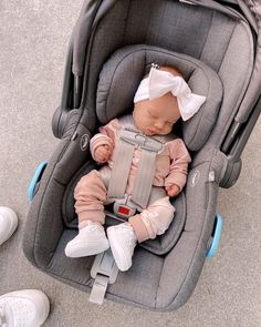 Cute Little Baby Girl, Cute Baby Girl Outfits, Lil Baby, Baby Outfits Newborn, Cute Baby Clothes, Baby Kids, Fall Baby Pictures, Cute Baby Pictures, Cute Kids