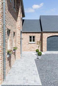 Une maison qui nous ressemble Driveway Design, Driveway Landscaping, Walkway, Design Exterior, Interior And Exterior, Garden Design, House Design, Backyard, Patio