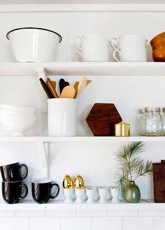 kitchen styling | open shelves #decor #kitchen #cozinha