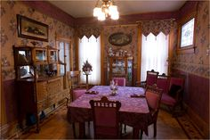 Cool victorian dining room wallpaper that will blow your mind Victorian Rooms, Victorian Interiors, Victorian Cottage, Victorian Decor, Vintage Interiors, House Interiors, Folk Victorian, Victorian Dollhouse, Victorian Houses