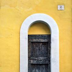 #Ayellowmark door in #Rome //  Follow him @ayellowmark