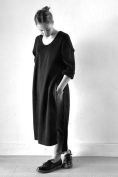 robe ouverte en lainage stretch noir - LE VESTIAIRE DE JEANNE (NEW), pantalon droit en lainage gris clair - LE VESTIAIRE DE JEANNE (NEW)