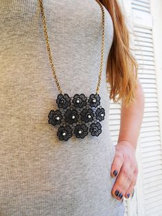 NECKLACE black floral lace with pearls and gold mate by ecreation, €18.00