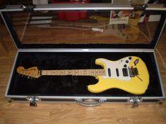 Annons på Tradera: Fender stratocaster. USA 70-tal. Scaloperad a la Yngvie Malmsten