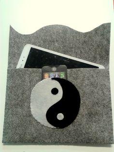 Custom felt case ying yang universal hand made.