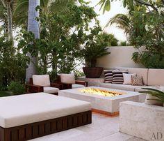 Modern, fabulous outdoor entertainment area