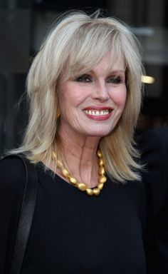 Long, Layered Haircut to slim the face and make you look younger is the longer, layered haircut with soft sweeping fringe worn just below the collarbone. Jules Supervielle, Hair Cuts For Over 50, Joanna Lumley, Hairstyles Over 50, Long Face Hairstyles, Long Layered Haircuts, Hair Affair, Aging Gracefully, Great Hair