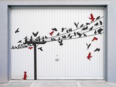Können Wandtattoos auch draußen angebracht werden? Ja, z.B. als Wandtattoo auf Garagentor. #DIY #Wandtattoos #Vögel #Garage