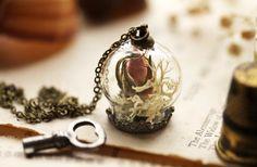 Collier véritable rose, bouton de rose & pendentif de mousse blanche, j