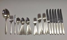 GROSVENOR 1921 Flatware by Oneida Community Silver Plate 31 Pieces - No Monogram #OneidaCommunity