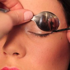 Use a Spoon to Curl Eyelashes, Apply Liquid Eyeliner & Mascara! Curling Eyelashes, Fake Lashes, False Eyelashes, Artificial Eyelashes, Simple Eyeliner, How To Apply Eyeliner, Retro Eye Makeup, Smoky Eyes, Ruby Woo
