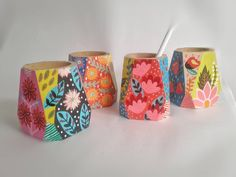 Painted Flower Pots, Painted Pots, Ceramic Painting, Ceramic Art, Sun Projects, Diy And Crafts, Arts And Crafts, Pottery Painting Designs, Flower Pot Crafts