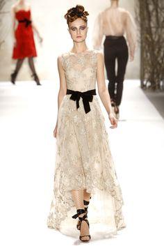 Monique Lhuillier Fall 2011 Ready-to-Wear Fashion Show - Hanna Samokhina