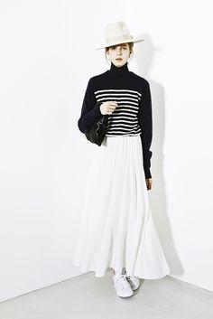knit ¥28,000 neck warmer ¥9,000 skirt ¥37,000 hat ¥46,000 clutch bag ¥39,000 sneakers ¥18,000 earrings ¥445,000