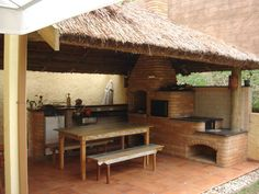 Quiosques e coberturas de palha Sapé - COBRIRE Construções em Madeira Outdoor Rooms, Outdoor Living, Outdoor Decor, Communal Kitchen, Dirty Kitchen, House Construction Plan, Bamboo House, Summer Kitchen, Outdoor Kitchen Design