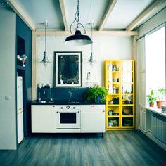 Foto stock : Sink, oven and shelves in apartment kitchen