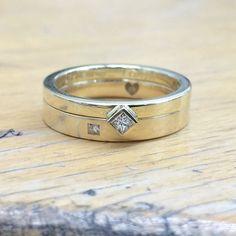 Damenring mit Princess-Diamant passend zum Verlobungsring.  585 Gelbgold poliert