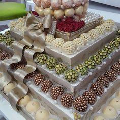 Wedding Gift Wrapping, Wedding Gifts, Engagement Basket, Aladdin Birthday Party, Wedding Hamper, Nutella Recipes, Paper Flower Wall, Indian Wedding Decorations, Macaron