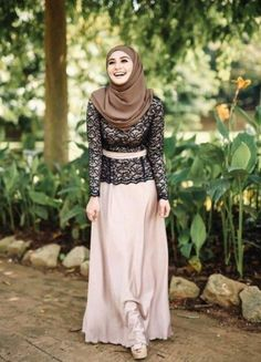 lace top with maxi skirt, Street styles hijab looks http://www.justtrendygirls.com/street-styles-hijab-looks/