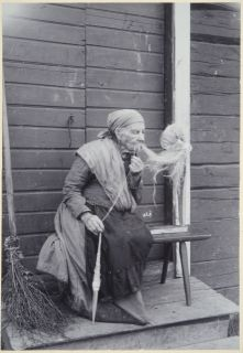 Finnish Witches And Their Magical Rituals Photos) Spinning Wool, Hand Spinning, Spinning Wheels, Male Witch, Inkle Loom, Vintage Photos Women, Drop Spindle, Vintage Witch, Old Tools