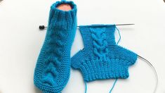 Cheveux chaussettes chaussettes modèle / chaussettes hommes et femmes faisant / comment faire chaussons / chaussettes tricot crochet - Вязание крючком - Knitted Booties, Knit Boots, Knitted Slippers, Knitting Socks, Free Knitting, Half Socks, Crochet Baby, Knit Crochet, Crochet Shoes