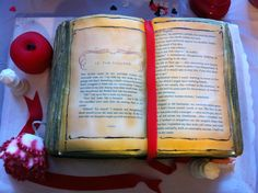 Twilight Cake you can even read the pages! made by Rosebeary's Designs In Baking - check her out on Facebook