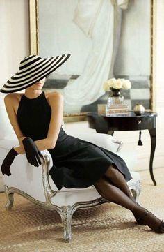 Parisian Style - black and white concentric circles sun hat. Vintage Dior, Mode Vintage, Vintage Fashion, Vintage Hats, Style Parisienne, Paris Mode, Glamour, Parisian Style, Mode Style