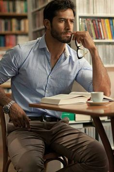 Men's Light Blue Gingham Dress Shirt, Brown Chinos, Dark Brown Leather Belt… - Men's style, accessories, mens fashion trends 2020 Sharp Dressed Man, Well Dressed Men, Stylish Men, Men Casual, Smart Casual, Office Casual Men, Business Casual, Casual Wear, Casual Styles