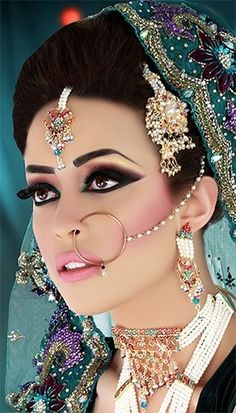 15 Chic Eye Makeup For Summer Wedding Indian Bridal Makeup, Indian Bridal Wear, Asian Bridal, Bridal Beauty, Bridal Hair, Moda Indiana, Beauty And Fashion, Exotic Beauties, Bride Makeup