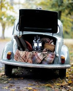 Volkswagen picnic (actually I think this is a Morris Minor. VWs have an engine in the trunk) Fall Picnic, Picnic Time, Summer Picnic, Country Picnic, Wine Country, Picnic Parties, Picnic Spot, Beach Picnic, Summer Food