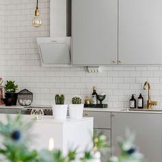 #heminteriör #bostadsfoto #stockholm #hem #inredning #interior #foto #fotografering #home #interiordesign #heminredning #homedecor #interiorphotography #realestate #kitchen #kök