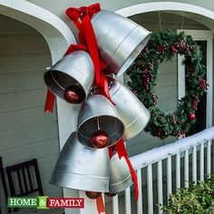 50 Cheap & Easy DIY Outdoor Christmas Decorations These DIY outdoor Christmas decorations will make it cheap and easy to get your porch and yard looking festive for the holidays! Recycled Christmas Decorations, Christmas Wood Crafts, Cheap Christmas, Christmas Ideas, Outdoor Decorations, Christmas Store, Country Christmas, Christmas Snowman, Christmas Christmas